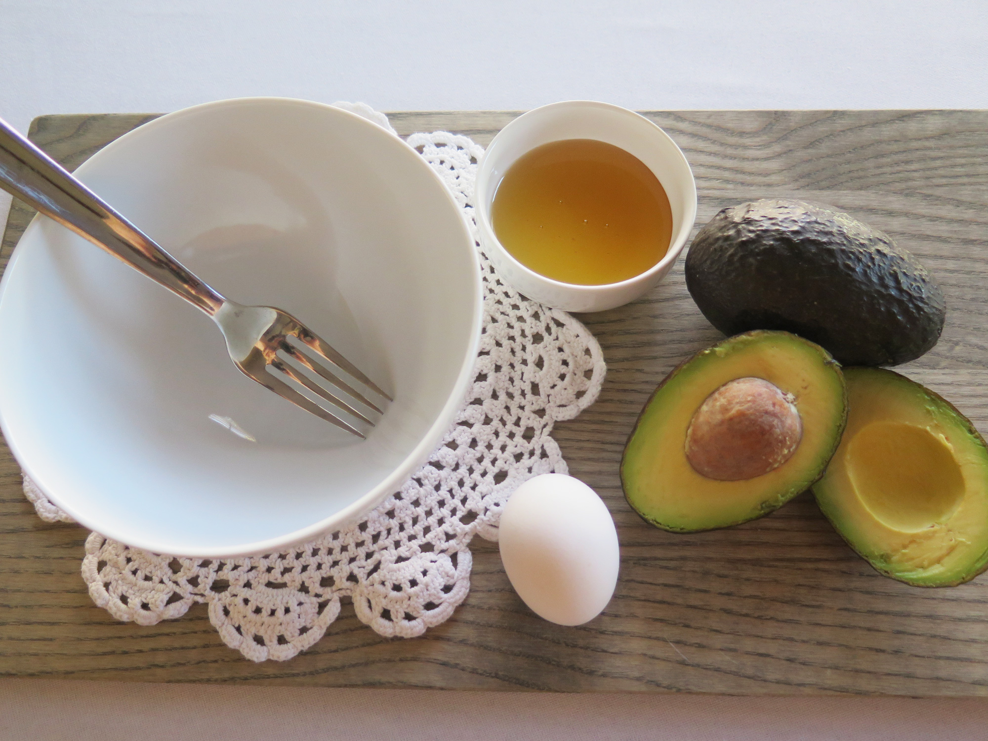 Making-Avocado-Facial-Mask